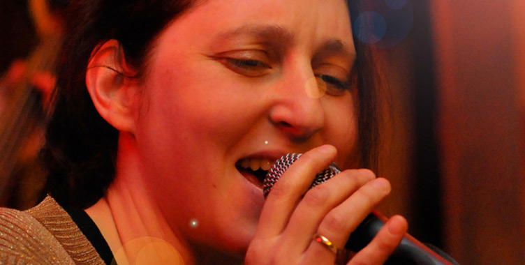 Nadia Schüler singt